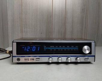 Vintage J.C. Penney AM/FM Stereo Digital Alarm Clock Radio Model 680-3820B Blue Numbers Time Head phone jack