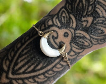 Natural Shell Crescent Moon Gold Bracelet - Crystal, Gemstone, Natural, Healing Jewelry