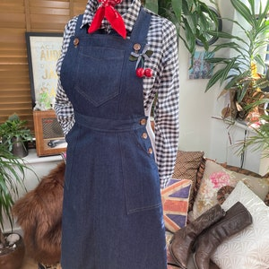 What Did Women Wear in the 1950s? 1950s Fashion Guide Vintage Style 1940s/50sDenim OverallsDungareeBib and brace skirt $79.83 AT vintagedancer.com