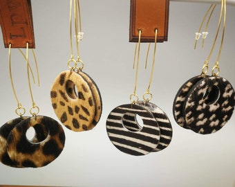 Round dying earrings in hairy leather
