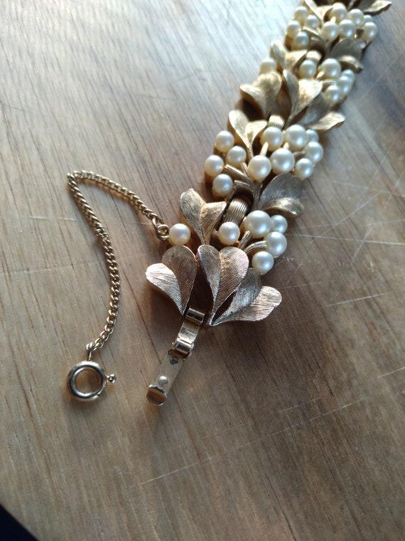 Vintage Trifari gold and pearl bracelet - image 4