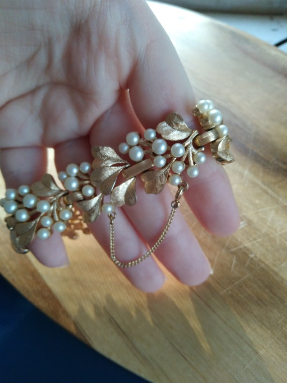 Vintage Trifari gold and pearl bracelet - image 2