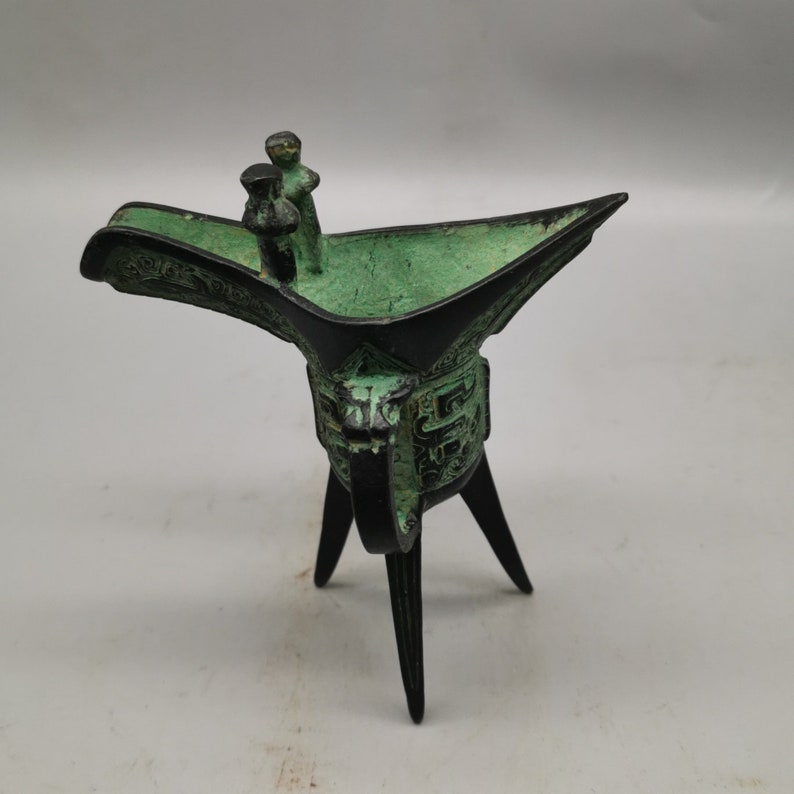 Chinese antique bronze wine cup statues can be collected pure hand carved exquisite patterns