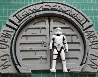 "Round Spaceport Doorway with Carvings from Batuu (3.75"")"