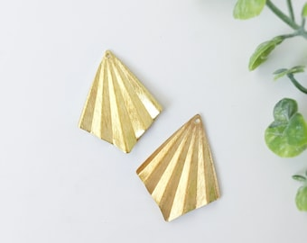 C0167 10 x  Raw Brass Glitter Wavy Sliced Textured Charms Earrings Components Sparkling Spray Charms Jewelry Findings