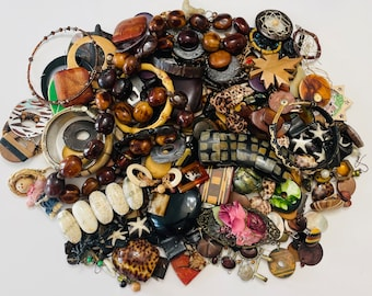 Large Lot Of Crafting Jewelry (Wood Theme) 1.300 KGS
