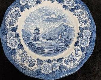 Royal Warwick Lochs of Scotland OICH Pattern Dinner Plate Made in England