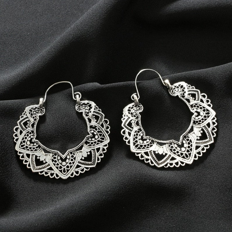 Jewelry pendent Ethnic Alloy Piercing Dangle Earrings Vintage Antique Silver Color Carving Drop Earrings for Women