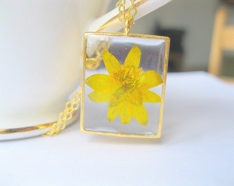 Pressed flower Jewelry Resin Flower Necklace Real Flower Necklace Buttercup with sprinkles Nature Botanical Gift