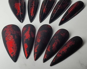 Beautiful black and red with foil detail handmade press on nails. Customised sizes and shapes. Matte/Gloss finish available