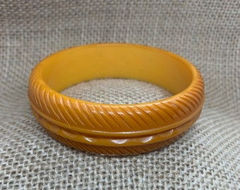 Gift for Woman 30/% OFF TODAY Vintage carved Bakelite bracelets Yellow butterscotch color Bakelite jewelry Lot of 3 retro bangle bracelets