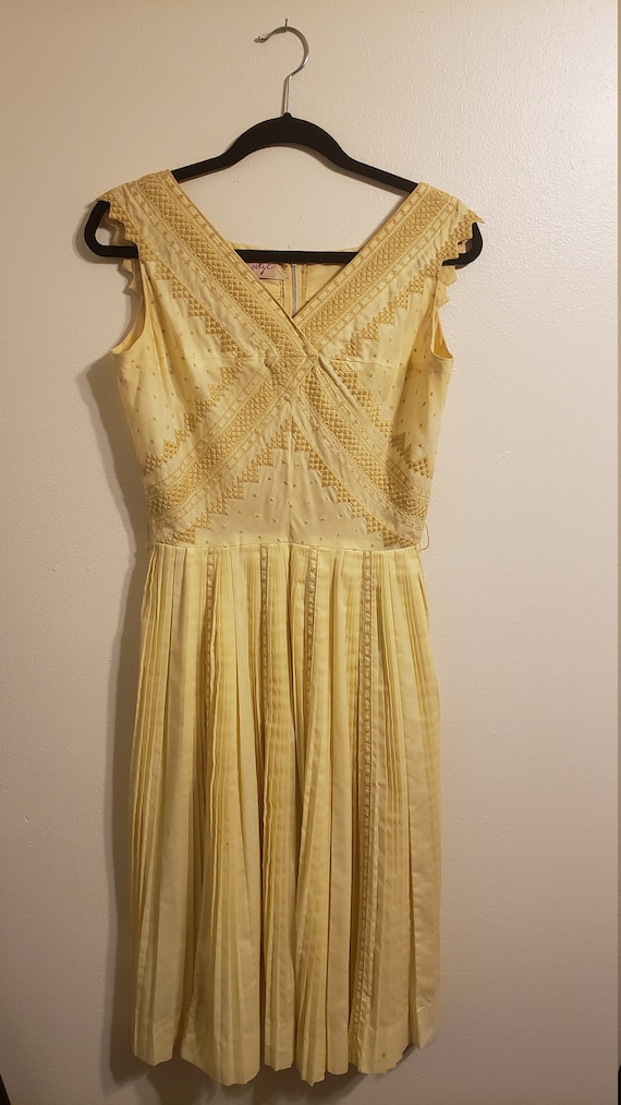 10 DOLLARS OFF SALE Vintage Yellow Carlye 1950s Dr