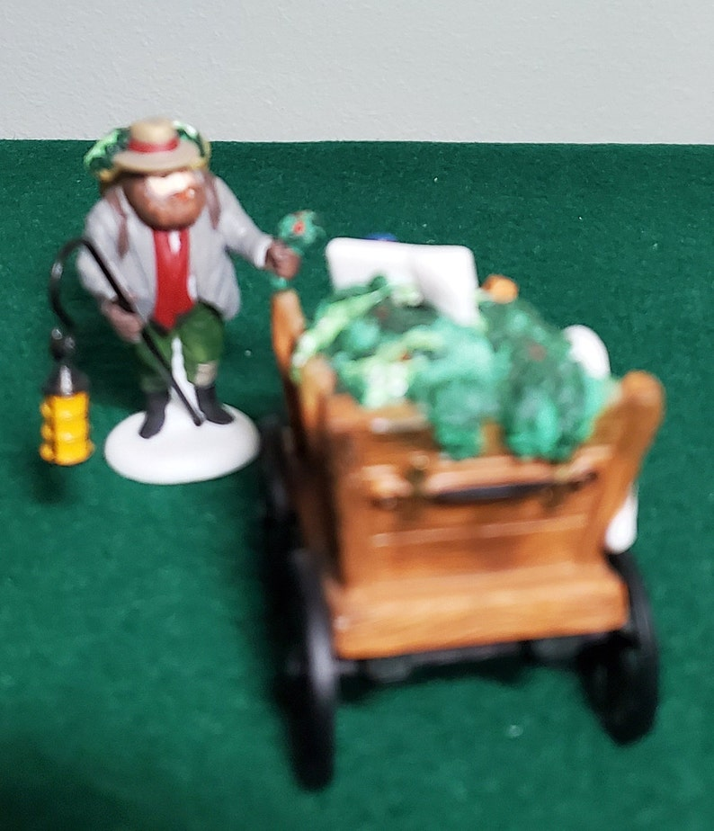 Chelsea Market Mistletoe Monger Dickens Village Dept 56 Accessories