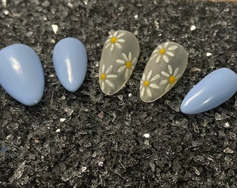 Blue Daisies - Light Blue Periwinkle with Clear Frosted Nails and Hand Painted Daisies / Press on or Glue on Gel Nails / Spring Summer Nails