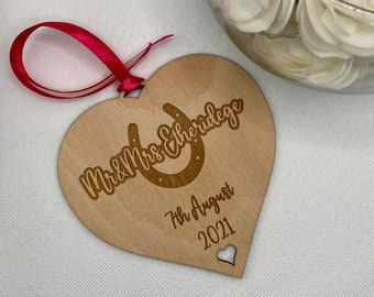 Personalised Engraved Wooden Heart Wedding Gift for Bride & Groom, Custom Wedding Gift, Engraved Wedding Horseshoe, Wooden Plaque Newly Wed