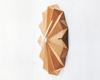 ROSACE recycled wood wall clock with a minimalist and geometric design, for wall decoration of the living room or office
