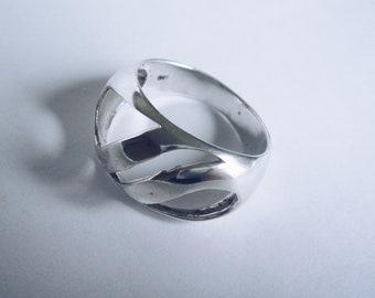 Cresting Waves Design Engraved Sterling Silver Vintage Band Ring Size 7