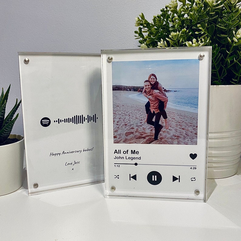 valentines day gift of a spotify photo frame personalised a song code