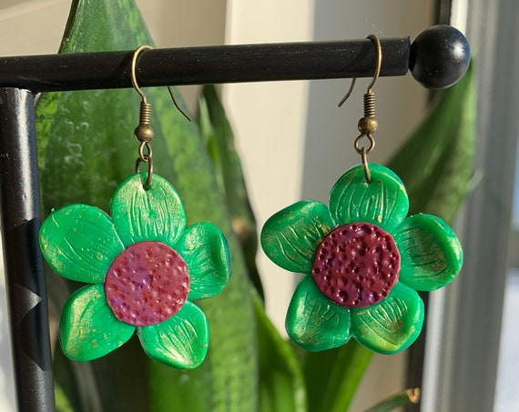 Flower Polymer Clay Earrings, Spring, Handmade, Lightweight, Modern Earrings, Green Earrings, Gift for her, Floral Earring, Cute Earrings