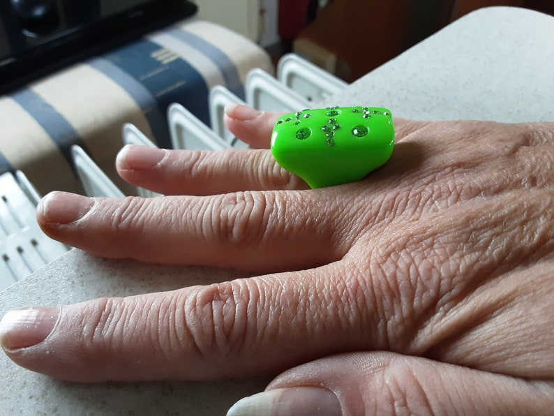 Icey Green Crystals set in This Rectangle cabocohn Size P Gin /& Tonic Vivid Lime Gorgous Great Big Lucite Ring