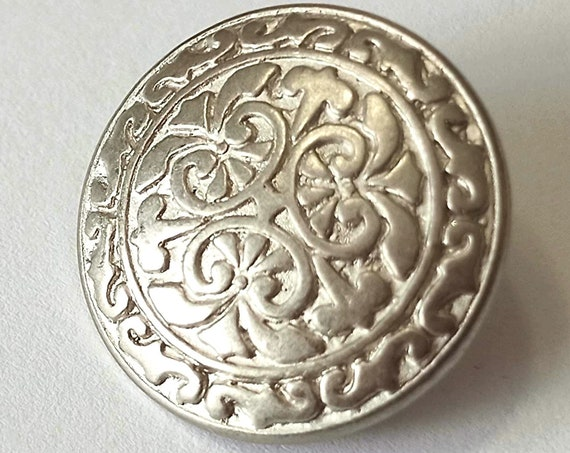 Antique little BUTTON, a nice little round metal silver colour 18mm button for your collection or vintage garment