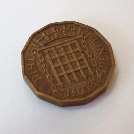 1963 three PENCE, UK (British) Great Britain Coin - 3 pence copper with Queen Elizabeth II, special 12-sided shape