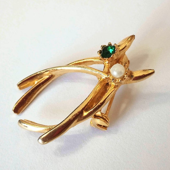 Antique BROOCH pin, vintage costume jewelry from 50+ years ago, gold colour with fake gems, green and pearl