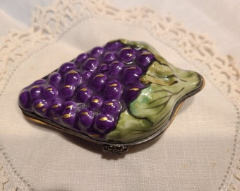 Vintage,trinket box,glass,frosted,metal grape,France,vintage frosted,Jewelry dish,covered bowl,lid,grape decor