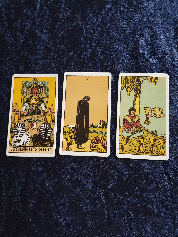 Vergangenheit Gegenwart und Zukunft Intuitive Tarot-Lesung