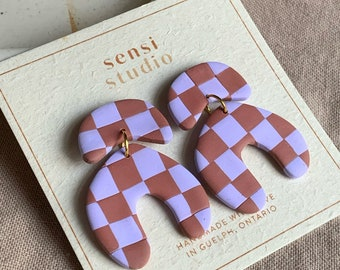 taupe + periwinkle checkerboard organic arch | polymer clay