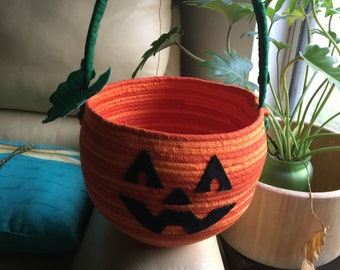 Fabric Wrapped Rope Pumpkins with treat back