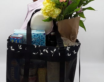 Strong, Durable Mesh Tote Bag – Black/white graphic flowers