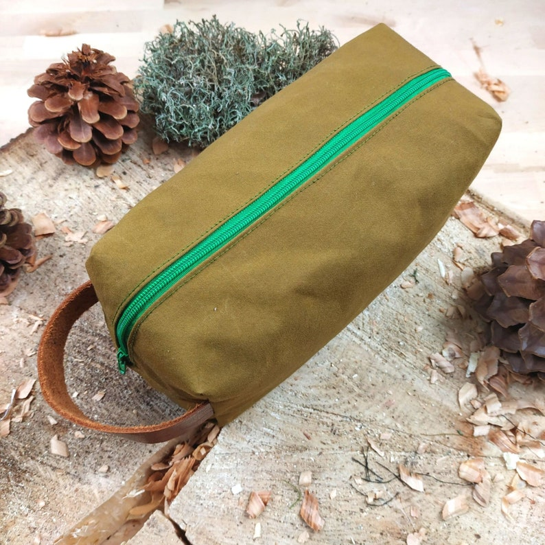 Oilskin bag in olive brown water-repellent and robust for image 0