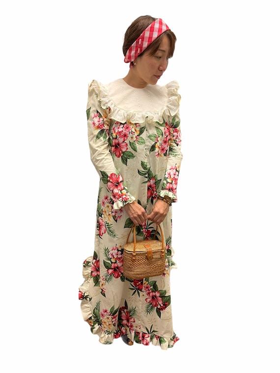 Hibiscus Print Long Sleeve Muumuu   Cream Vintage Hawaiian Dress   Hawaiian Flower Print