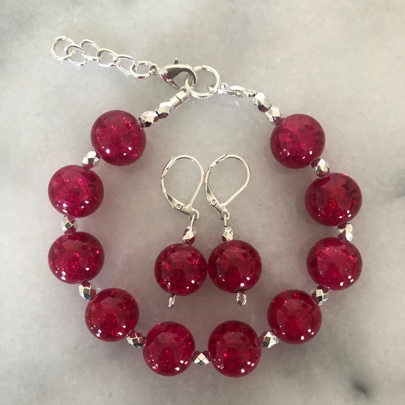 7.5\u201d Darling Red Marble Glass Bracelet and Earring SetGlass Pearls