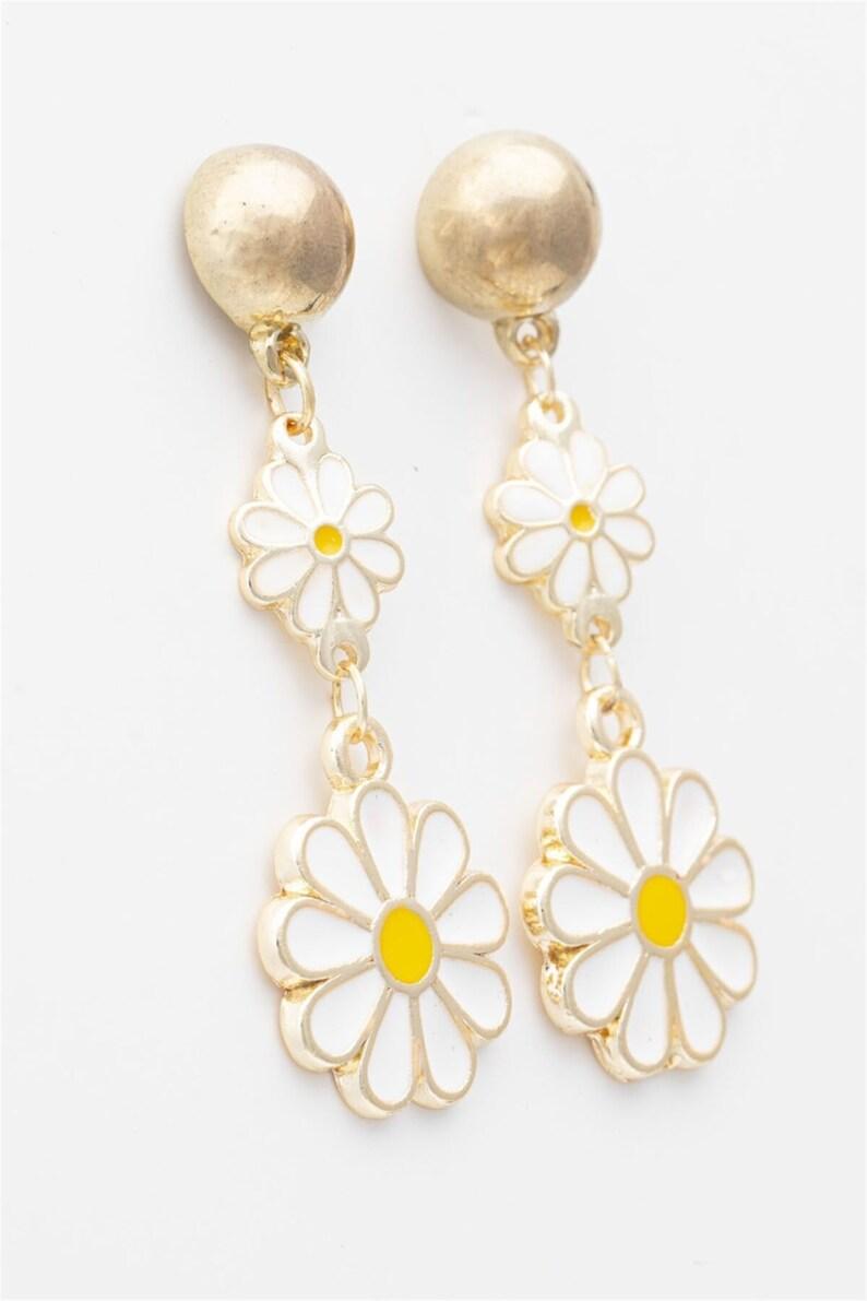 For Women Daisy Women/'s Gold Color Daisy Figured Dangling Earrings Flower Huggie Earrings Daisy Gift Brass