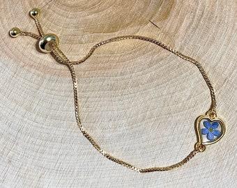 Adjustable bracelet real dried blue Forget me not flower in a heart, Myosotis, golden heart, 18K gold coated chain, resin, nature jewel