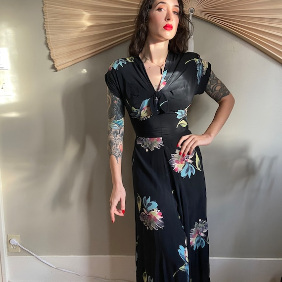 1940's Navy and Floral Dress - image 5