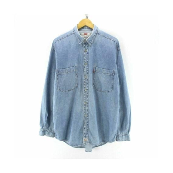 Vintage Levi's Men's Denim Shirt Size M Long Sleev