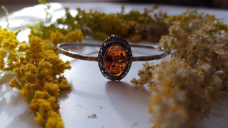 Cognac Amber Streching Metal Bracelet Natural Baltic Amber Fossil Jewelry Sun Oval Metalic Amber Jewelry Adjustable Amber Bracelet