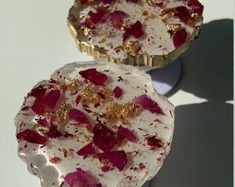 studs Crushed rose petals in resin