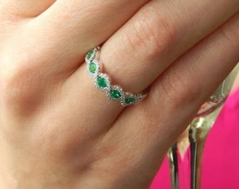 Twisted Emerald Green Minimalist Ring Unique Gemstone Promise Engagement Ring Unique Gift for Girlfriend Valentine/'s Jewelry Gift for her
