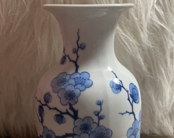 Blue&White ceramic Asian vase