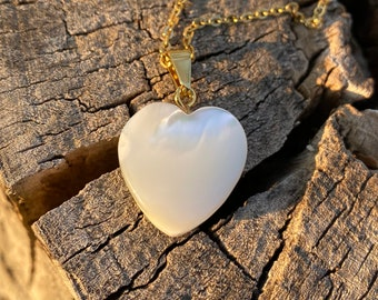Mauve Faux Marble Style Design On Heart Shaped Stainless Steel Pendant Necklace Gift Set