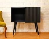 THE BLACK PEARL - Timeless Design (Black-Matte Modern Sideboard)