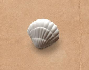 Seashell Knobs Beach Knobs, Nautical Knobs, Coastal Decor, White Dresser Knobs, White Drawer Knobs, Farmhouse Knobs and Pulls, Nursery Knobs