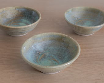 Dipping bowl. Oil bowl, condiments, table ware. Hand thrown. Beautiful glaze.