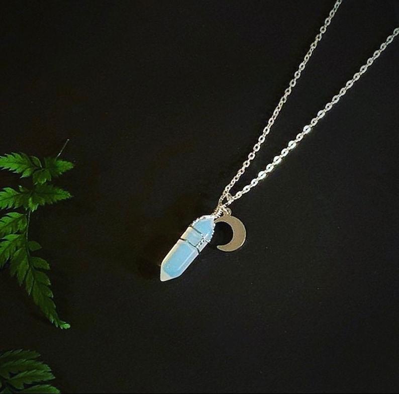 jubilea van het huwelijk - cadeautje: Moonstone opalite silver moon necklace  moon child  gemstone image 0
