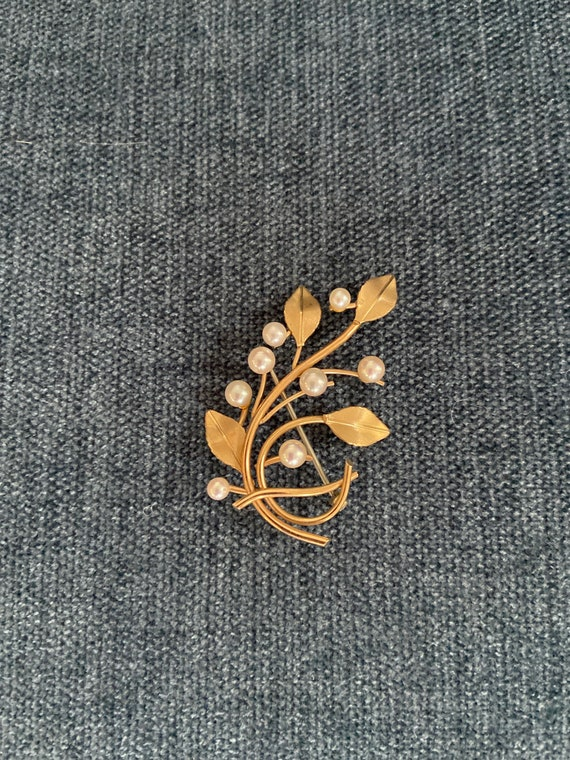 Vintage pearl and gold washed brooch. - image 2
