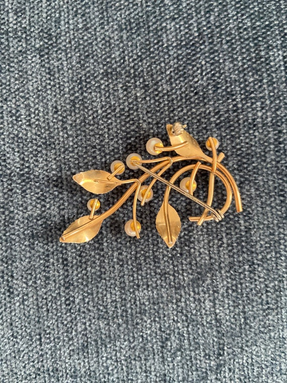 Vintage pearl and gold washed brooch. - image 3